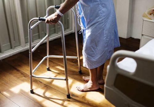Hospitalización frecuente de un familiar